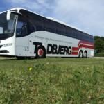 Buskørsel med stor turistbus